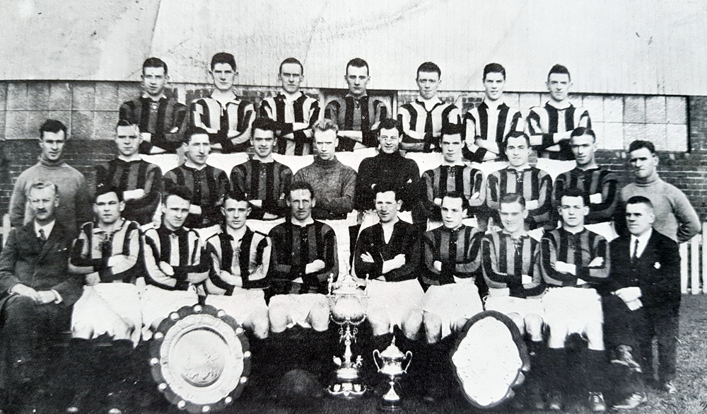 Aberdeen F.C. 1928-29 - No copyright - attached